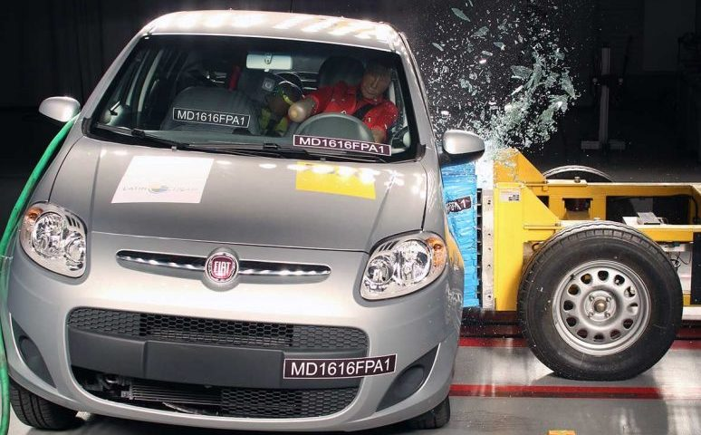 Teste do LatinNCAP compara Proteção do Fiat Palio e Peugeot 208